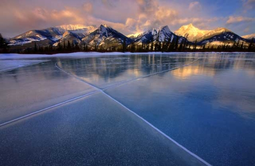 mountains, ice, ice bubbles, not abraham lake, not spray lake, Jasper, Jasper national park, rockys, Dan Jurak, landscape,
