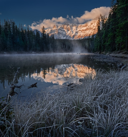 Banff, foggy, autumn, frosty, frost, Alberta, mountains, reflection, lake, waterfowl lake, forest, spruce trees,